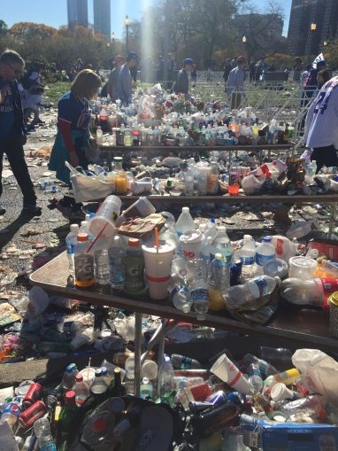 Cubs parade left tons of trash. (Photo: @exavierpope)